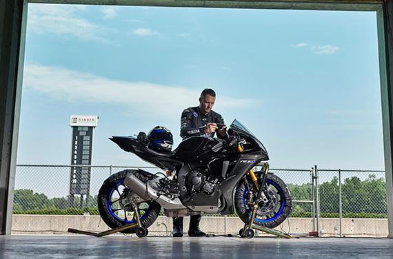 Yamaha-YZF-R1M-9