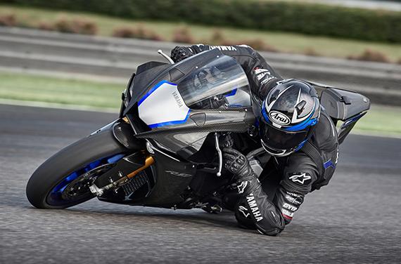 Yamaha-YZF-R1M-2