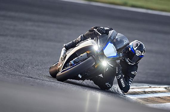 Yamaha-YZF-R1M-3