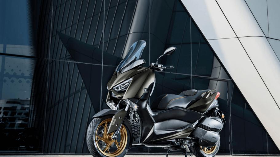 Yamaha-XMAX-300-Tech-MAX-8