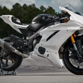 Yamaha повертає мотоцикл YZF-R6 GYTR