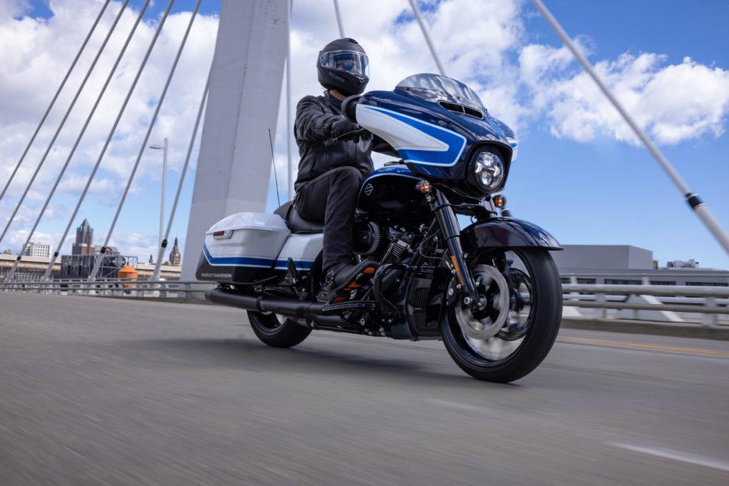 Новенький Harley-Davidson Street Glide Special Arctic Blast